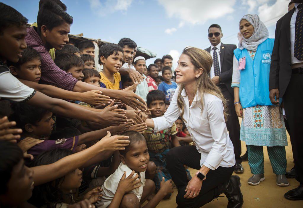 Kraljica Ranija u poseti izbegličkom kampu Kutupalong u Bangladešu (slika preuzeta sa rescue.org)