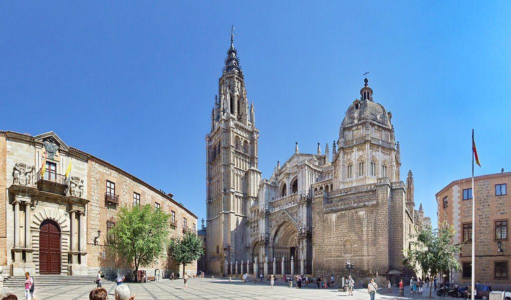Catedral Primada Santa Maria de Toledo - centar prevodilačke škole u Toledu  Izvor: https://en.m.wikipedia.org/wiki/File:Catedral_de_Toledo_(Spain)_y_Palacio_Arzobispal.jpg Credits: Querubin Saldaña
